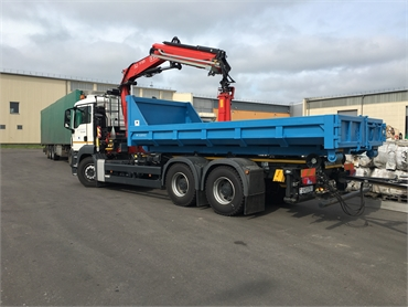 Multipurpose truck for waste collection and waste transfer